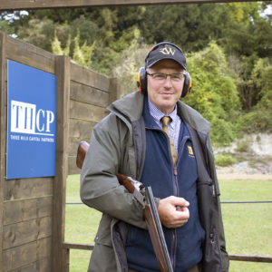THCP shooting stand (with instructor) 03 - crop
